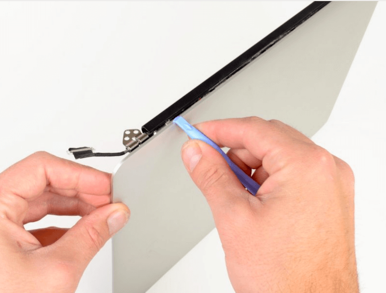 How to Tighten MacBook Pro Hinge (4 Steps with Pictures)